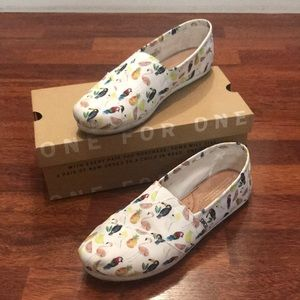Toms classic white printed parrots women's size 10